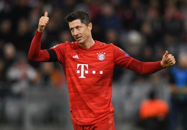 Khó tin! Lewandowski đang chấp cả hàng công Man Utd? - Bóng Đá