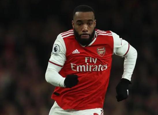 Nguy cho Arsenal, người hùng Lacazette cãi tay đôi với Emery - Bóng Đá