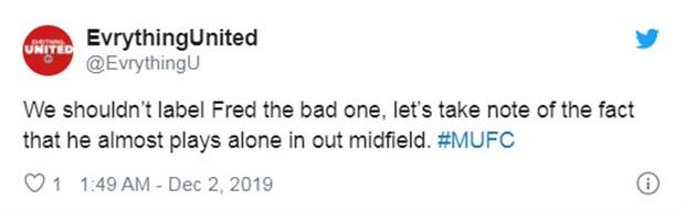 Khó tin! CĐV Man Utd bảo vệ...