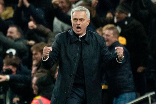 Đánh bại Man Utd, 2 cột mốc đang chờ Mourinho - Bóng Đá