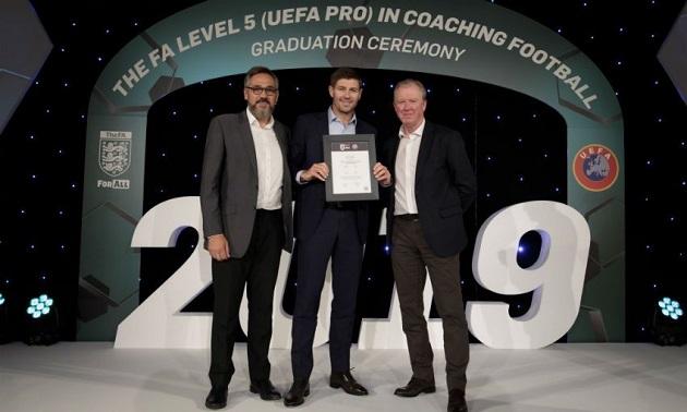 Steven Gerrard graduates from FA's UEFA Pro coaching course - Bóng Đá