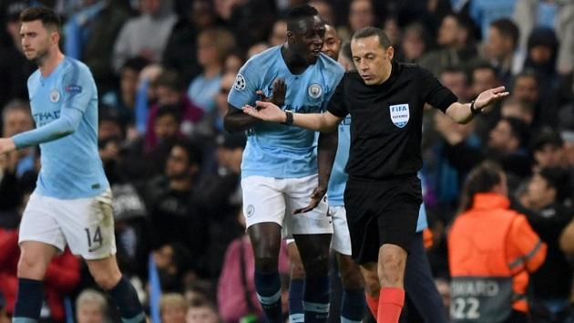 Analysts predict VAR's Premier League impact: longer games & more penalties - Bóng Đá