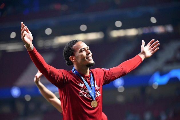 Van Dijk to allegedly double his wages after signing new contract with LFC - Bóng Đá