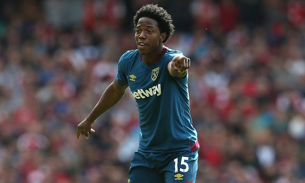 Report: West Ham actively looking to sell Carlos Sanchez in January - Bóng Đá