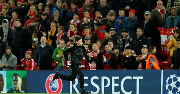 UEFA fine Liverpool £8,500 for pitch invasion incident in RB Salzburg win - Bóng Đá