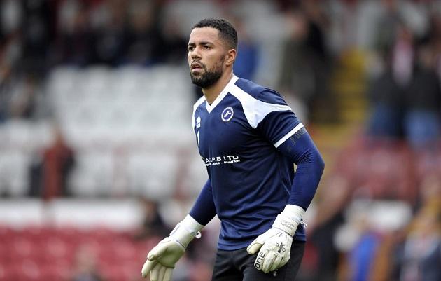 Report: West Ham consider signing ex-Millwall goalkeeper Jordan Archer - Bóng Đá