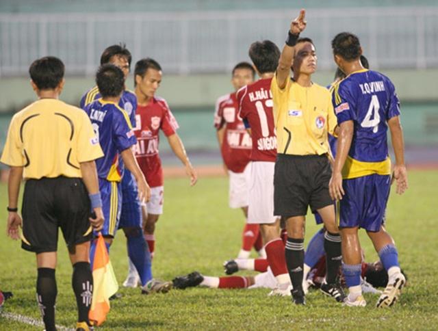 Trò hề Long An và những vết nhơ bóng đá Việt Nam trong quá khứ