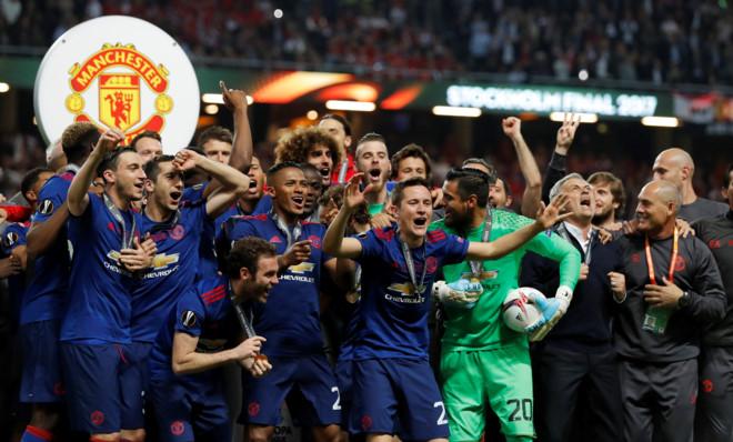 MU vô địch nhờ chơi kiểu Van Gaal và thắng kiểu Mourinho