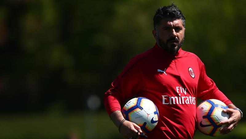 Sắp bị sa thải, HLV AC Milan vẫn được học trò ca ngợi - Bóng Đá