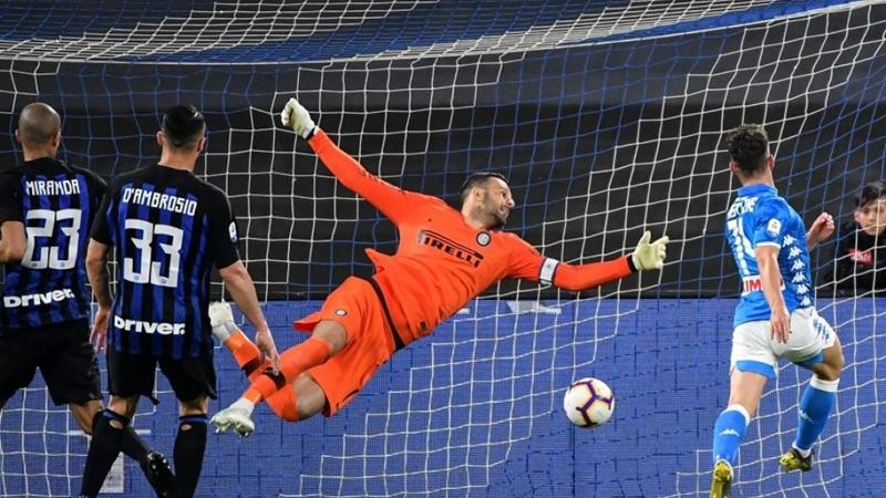 Thua thảm ở San Paolo, Inter Milan mất vị trí thứ 3 tại Serie A - Bóng Đá