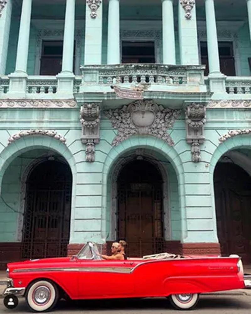 Tạm rời xa bóng đá, sao Napoli sang Cuba chăn ngựa - Bóng Đá