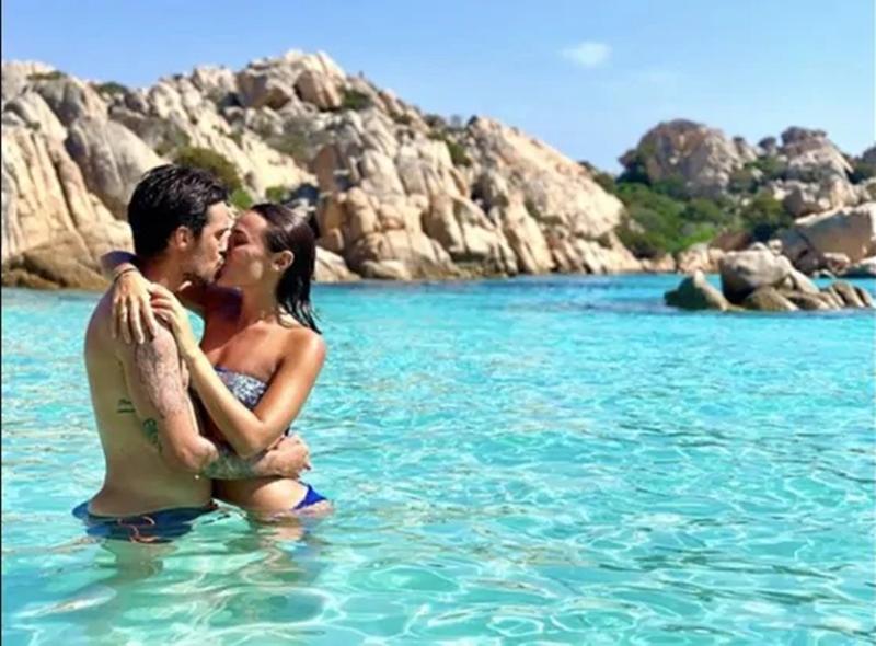 Bộ đôi của Napoli hẹn hò ở đảo Sardegna - Bóng Đá