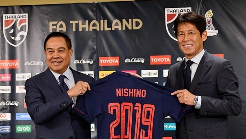"""Thấy gì qua việc HLV Akira Nishino """"cấm cửa"""" truyền thông Thái Lan? - Bóng Đá"""