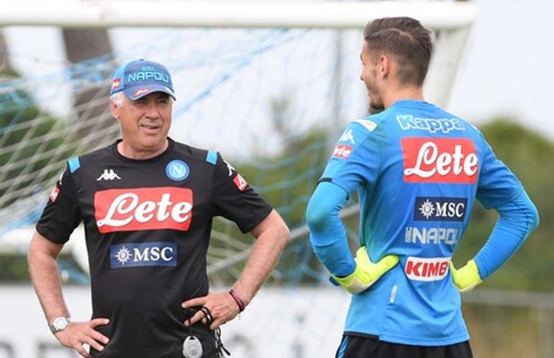 Ảnh: Napoli tập luyện trước trận đấu đầu tiên - Bóng Đá