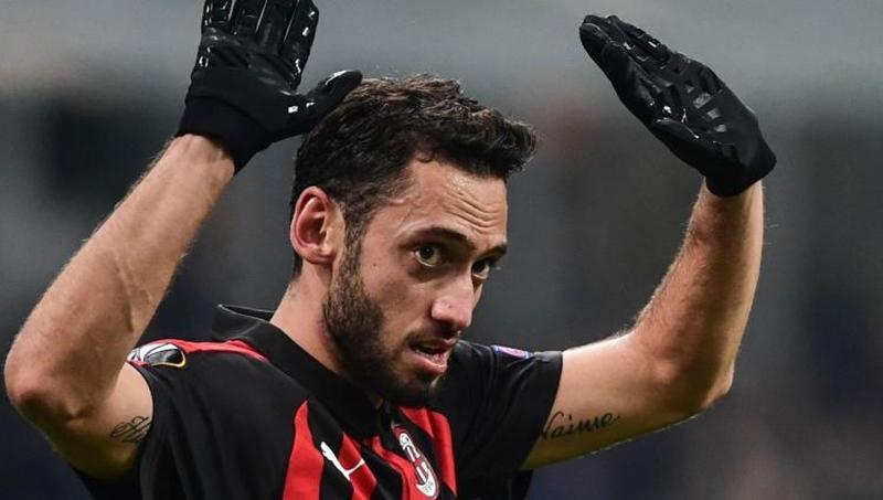 Hakan Calhanoglu được Fiorentina và Torino quan tâm - Bóng Đá