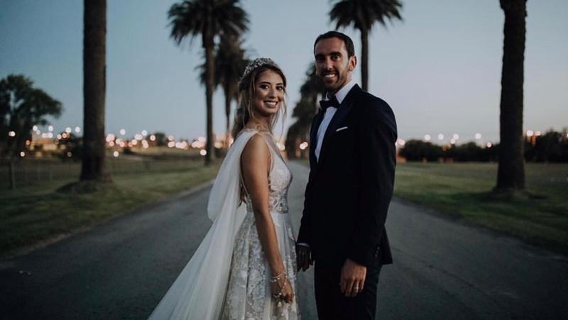 Diego Godin dùng tiền đám cưới để ủng hộ 1 bệnh viện ở Montevideo - Bóng Đá