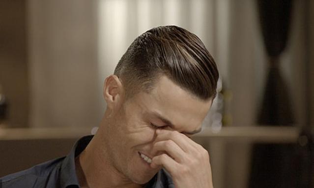 Ronaldo bật khóc khi nhắc đến bố - Bóng Đá
