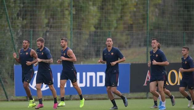 Smalling luyện tập cùng AS Roma - Bóng Đá