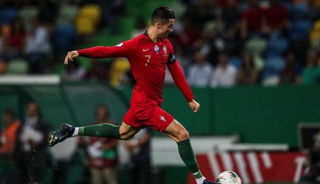 Shevchenko quyết tâm ngăn Ronaldo ghi bàn thứ 700 - Bóng Đá