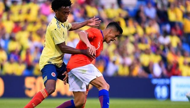 Khiến Sanchez chấn thương, Juan Cuadrado được bảo vệ - Bóng Đá