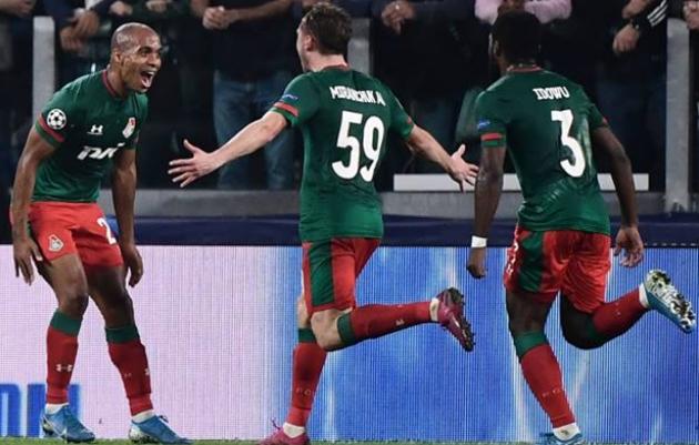 Những khoảnh khắc ấn tượng trong trận Juventus - Lokomotiv Moscow: Ronaldo bất lực, nụ hôn trên khán đài - Bóng Đá