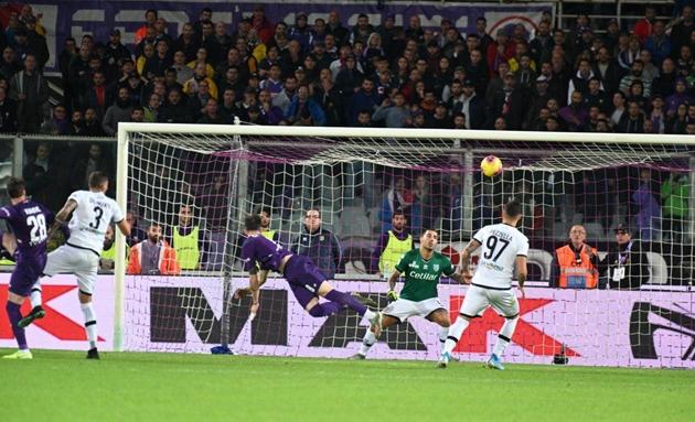 10 hình ảnh ấn tượng trên sân cỏ Serie A vào đêm qua: