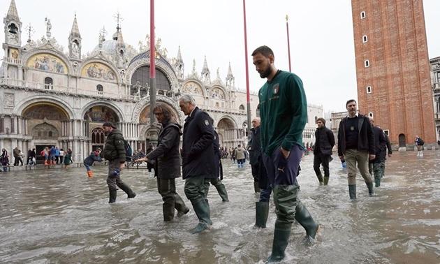 Italia lội nước tại Venezia - Bóng Đá
