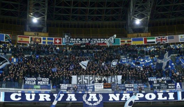 Napoli mâu thuẫn nội bộ,