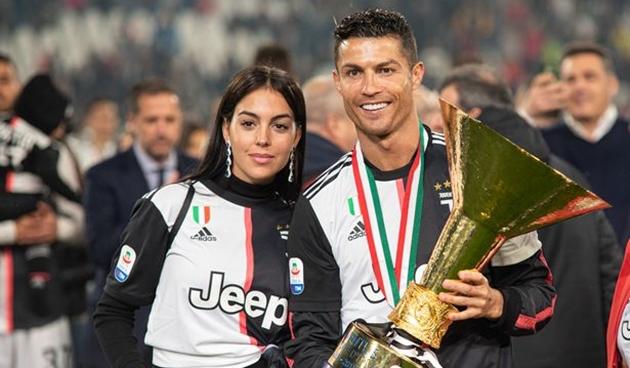 Ronaldo đã kết hôn, giao tài sản cho Georgina quản lý - Bóng Đá