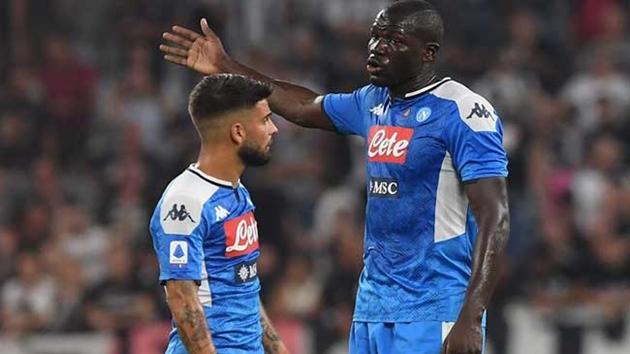 Các cầu thủ Napoli bị cắt 50% lương - Bóng Đá