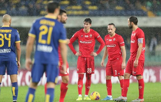 10 khoảnh khắc ấn tượng trên sân cỏ Serie A vào đêm qua: Ánh mắt gầm ghè của Ribery - Bóng Đá