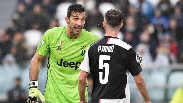 Buffon bị Sarri chỉ trích thậm tệ - Bóng Đá