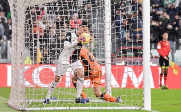 Ảnh Cristiano Ronaldo trong trận gặp Sassuolo - Bóng Đá