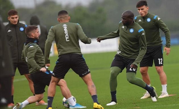 Ancelotti sắp bị sa thải, dàn sao Napoli như bị