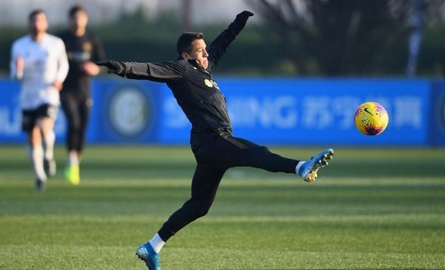 Ảnh Alexis Sanchez trở lại tập luyện - Bóng Đá