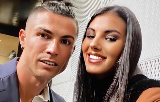 Ronaldo chụp ảnh với hoa hậu Italia - Bóng Đá
