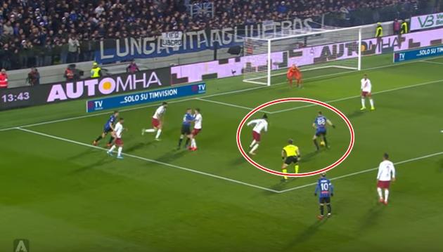 Chris Smalling mắc sai lầm khiến AS Roma thua ngược Atalanta - Bóng Đá