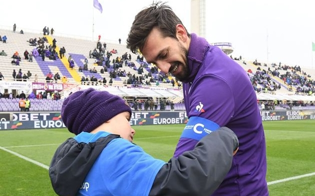Vào ngày này, đội trưởng Fiorentina ra đi trong bi kịch