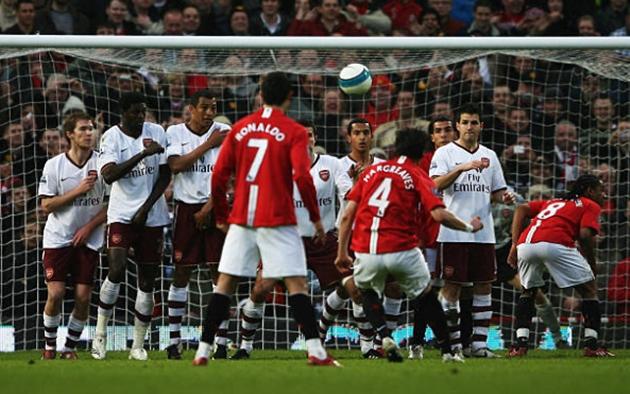 Ngày này năm xưa, Owen Hargreaves sút tung lưới Arsenal - Bóng Đá