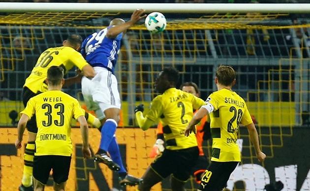 Dortmund hire psychologist to prepare players for matches without fans - Favre - Bóng Đá