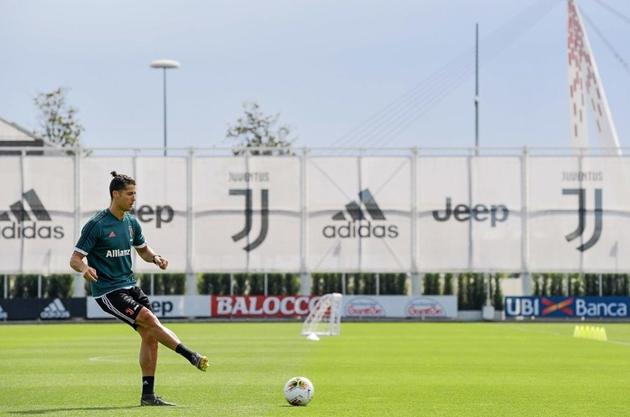 Ronaldo tập luyện cùng Juventus - Bóng Đá