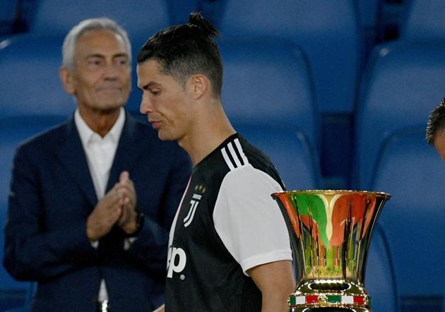 Sarri tức giận, chỉ trích Ronaldo và Dybala sau thất bại của Juventus