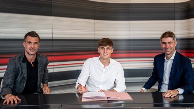 CHÍNH THỨC: AC Milan công bố bản hợp đồng với Lorenzo Colombo - Bóng Đá