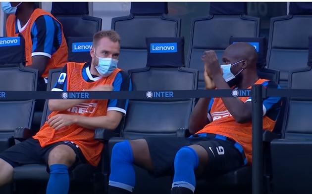 Phản ứng của Romelu Lukaku sau bàn thắng của Alexis Sanchez - Bóng Đá