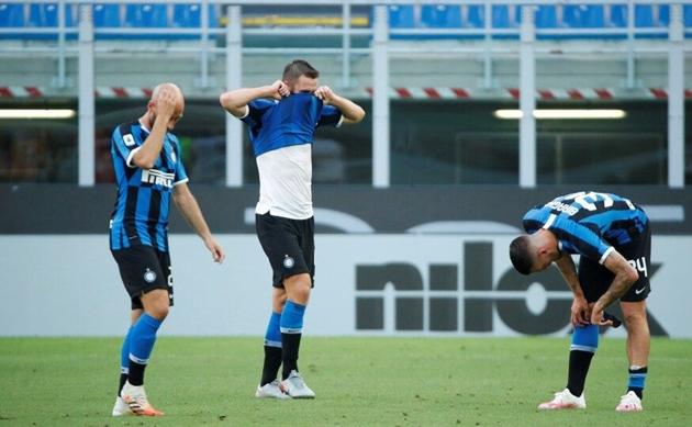 Mario Sconcerti cho rằng Conte đang mất quyền kiểm soát Inter Milan - Bóng Đá