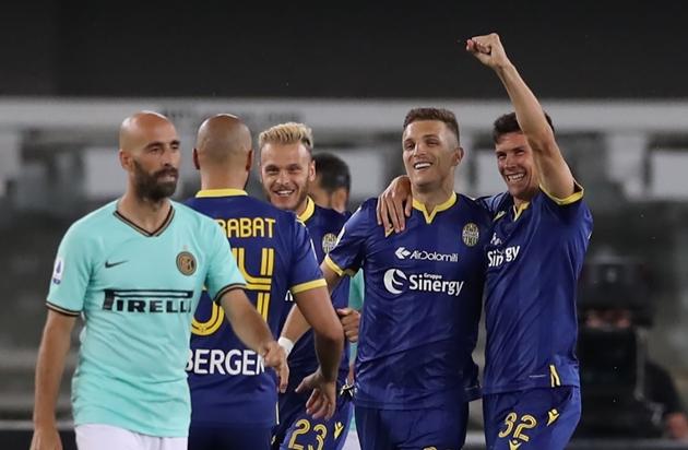 Đẩy Eriksen, Martinez lên băng ghế dự bị; Conte