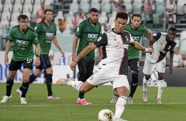 Gasperini không hài lòng về quả penalty của Juventus - Bóng Đá