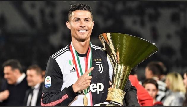 Jesse Lingard chúc mừng Ronaldo - Bóng Đá