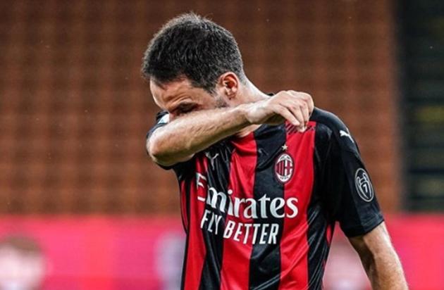 Giacomo Bonaventura bật khóc trong ngày chia tay AC Milan - Bóng Đá