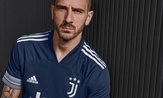 Juventus ra mắt áo đấu sân khách - Bóng Đá